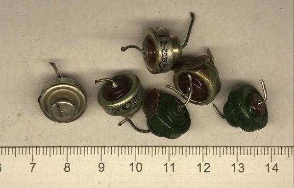 Танталовый конденсатор К52-2 маленькая