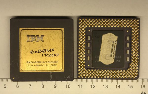 Процессор с одним желтым увадратом