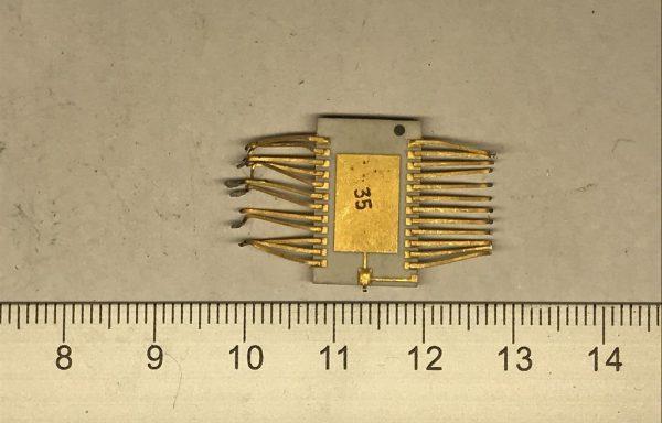 Микросхема 564 желтое дно 24 ноги новая